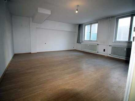 #Ausbauer und Handwerker aufgepasst! Lage, Lage,Lage: 1 plus 1-Zimmer-Wohnung mit Garage in S-West!
