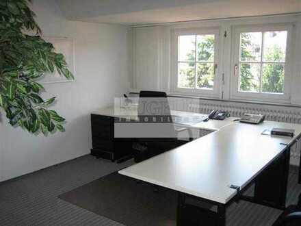 Schönes helles 3-Zimmer Dachgeschoss Büro zu vermieten!