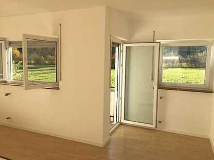Helle 2-Zimmer-Wohnung mit Balkon von privat