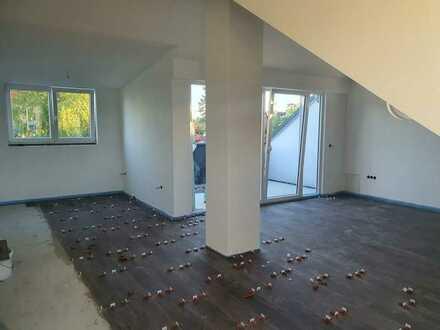Erstbezug nach Sanierung: attraktive 2-Zimmer-Dachgeschosswohnung mit EBK und Balkon in Puchheim
