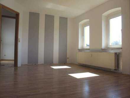 Renovierte, großräumige Wohnung in ruhiger Lage
