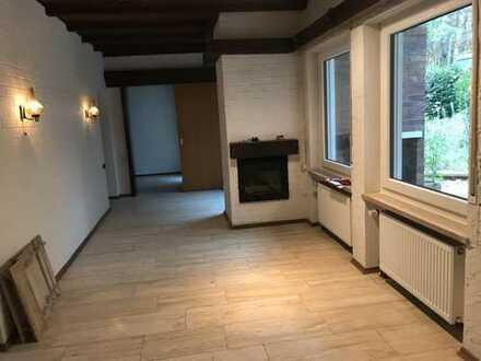 Großzügige 3,5-Zimmer-Wohnung m. kleiner Terrasse für 3er Studentenwohngemeinschaft