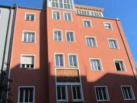 Erstbezug nach Modernisierung , lichtdurchflutet und ruhige 4,5 Zi-Whg. mit großem Balkon
