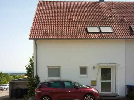 Freundliche und gepflegte 6-Zimmer-Doppelhaushälfte zur Miete in Jettingen