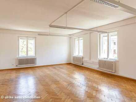 Für Stadtliebhaber: Prinzregentenstraße! 5 Gehminuten zum Bahnhof! Lift! Wohnen + Arbeiten möglich!
