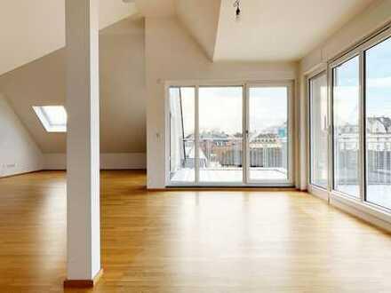 Lichtdurchflutetes Penthouse mit hohen Decken, Terrassen, Fahrstuhl, PKW Stellplatz etc