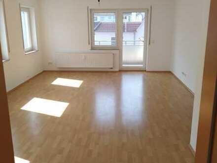 Gepflegte Wohnung mit 4,5 Zimmern und 2 Balkons in Metzingen