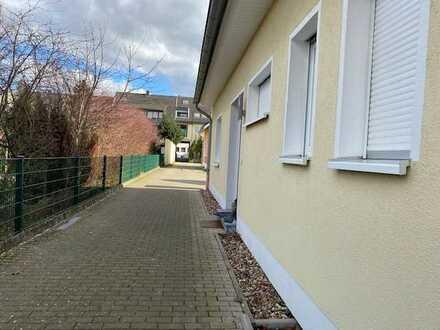 Köln-Niehl Top gepflegtes und modernes Einfamilienhaus mit großer Terrasse und 1 PKW-St