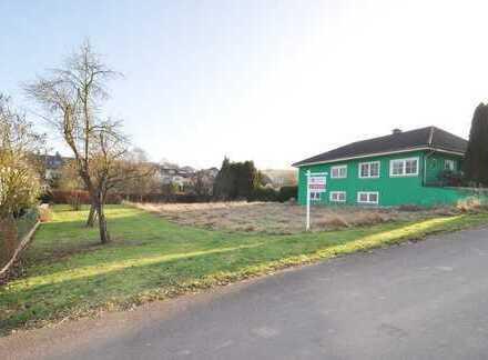 Flußbach: Voll erschlossenes, ca. 1.121 m² großes, Baugrundstück in Top Lage