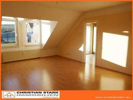 Schöne 2-3 Zimmer-Dachgeschosswohnung mit Stellplatz