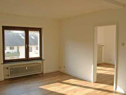 POCHERT IMMOBILIEN - Hübsche große 1-Zimmer-Wohnung mit Balkon / Nähe Stadtpark und Klinikum