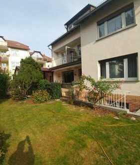 Erstbezug: Modernisierte 3-Zimmer-Wohnung mit Einbauküche und Balkon, zentrale aber ruhige Lage