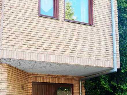 Gepflegte Maisonette-Wohnung mit vier Zimmern sowie Balkon und Einbauküche in Mainz