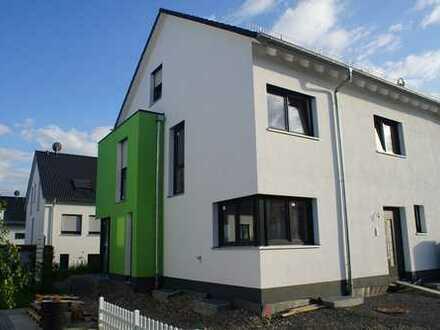 Neue, moderne Doppelhaushälfte in Renningen