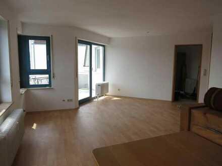 Gärtringen: 3 Zimmerwohnung mit Balkon und Garage