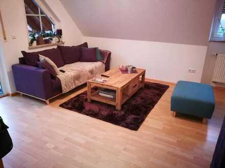 Gepflegte 2-Zimmer-Dachgeschosswohnung mit Balkon und Einbauküche in Weisendorf-Buch