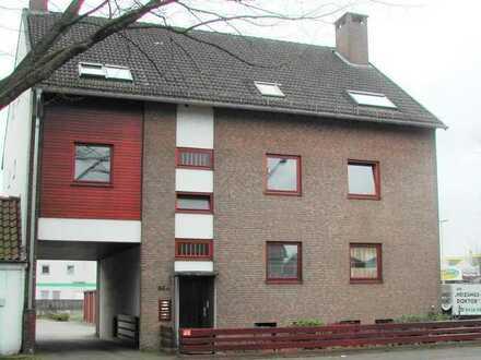 Soller Immobilien: 3 Zimmer Wohnung im 1. Obergeschoss mit Garage in zentraler Lage!