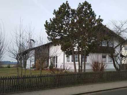 Schönes und gepflegtes Einfamilienhaus mit Garage und großem Garten