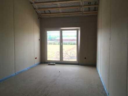 Erstbezug: helle 3-Zimmer-Wohnung mit großem Balkon, sehr wenig NK