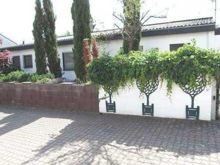 Ein -Zweifamilienhaus, Bungalowstil, Weisenheim /Sand, gute, ruhige Lage VKP 720 000,00 Euro