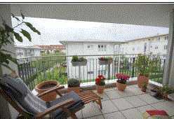 Gepflegte Wohnung mit drei Zimmern sowie Balkon und EBK in Unterhaching