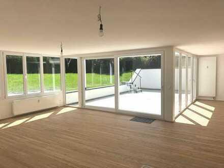 Außergewöhnliches Wohnerlebnis, neuwertige 4 Zimmer-Terrassenwohnung mit Garten am Starnberger See