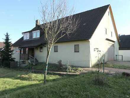 Einfamilienhaus mit großer Scheune in zentraler Lage