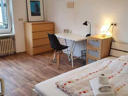 Möbliertes Zimmer in Bestlage mit eigenem Balkon, Gemeinschaftsküche - und Bäder