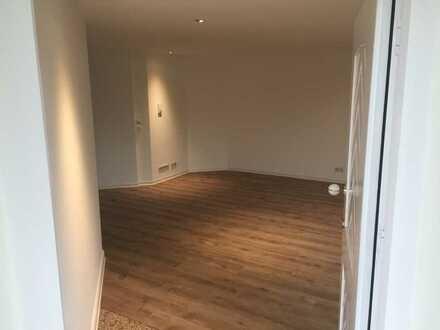 Wohnung mit drei Zimmern sowie kleine Terrasse und EBK in Köngen