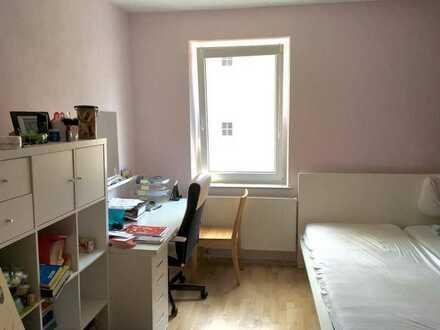 Schönes, Helles Zimmer in Zweier-WG