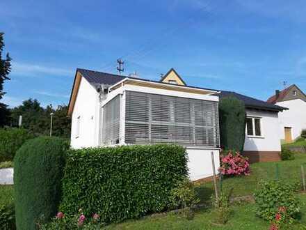 Freistehendes Einfamilienhaus mit Wintergarten in toller Randlage!