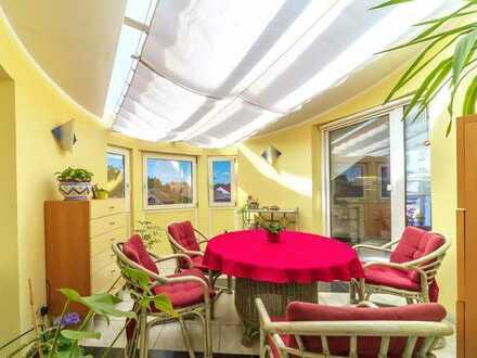 SEHR GUT AUSGESTATTETE 3 ZIMMER WOHNUNG! Wintergarten, Balkon, Terrasse, Garage & Carport