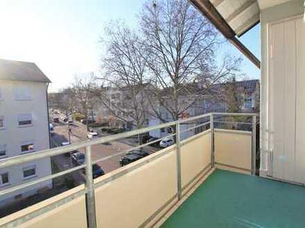 Sehr gepflegte und lichtdurchflutete Wohnung mit großem Balkon