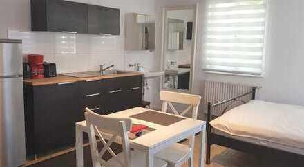 helles Zimmer-voll möbiliert mit Küchenzeile