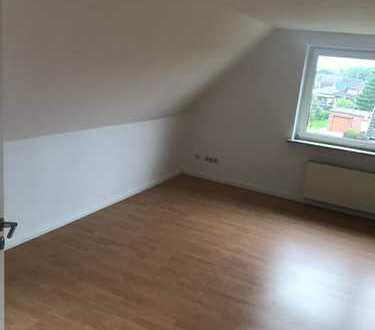 Vollständig renovierte 2-Zimmer-DG-Wohnung mit EBK in Zetel