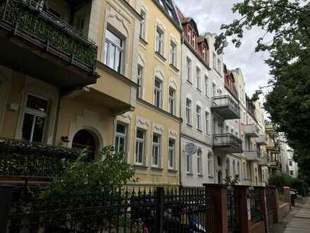 Erstbezug nach Sanierung: kleine 4-Zimmer-Wohnung mit eigenen Garten! Wie ein Haus in der Stadt.