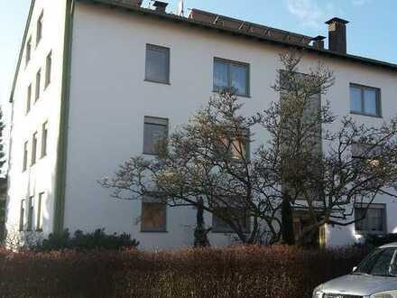 Helle 3 Zimmer DG Wohnung mit großer Diele und schönem Balkon in Bad Lippspringe