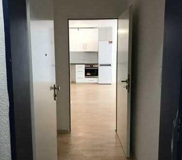 Schöne 4 Zimmerwohnung! Erstbezug nach Sanierung. Balkon, Einbauküche, modernes Bad. Gut geschnitten