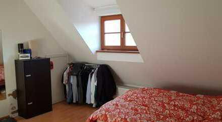 27qm Zimmer mit eigenem Bad in renovierter Altbauwohnung im Zentrum Kemptens