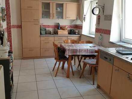 Gepflegte 2-Raum-Erdgeschosswohnung mit Einbauküche in Göcklingen