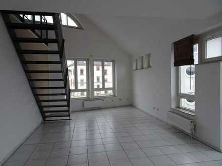Mitten im Zentrum:wunderschöne 2,5 Zimmer Maisonette Wohnung mit Galerie;Liegewiese zur Mitbenutzung