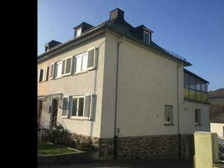 Schöne Doppelhaushälfte mit fünf Zimmern und großem Garten in Wetzlar