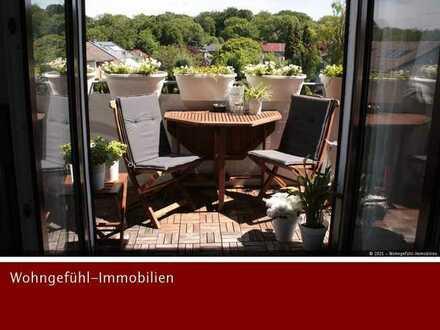 Helle DG-Wohnung mit Blick in den Schlosspark