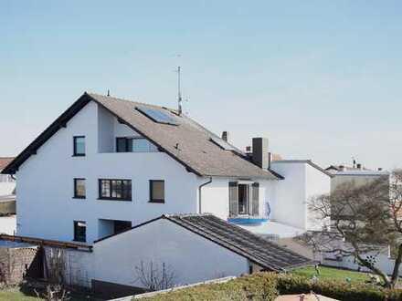 Großzügiges Einfamilienhaus mit Kamin und Außenpool in ruhiger Lage von Altlußheim