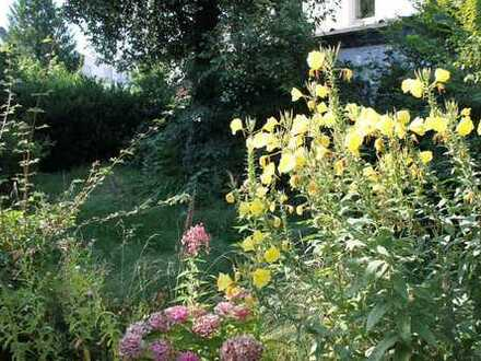 *** Erdgeschosswohnung mit Terrasse und eigenem Garten im Neheimer Zentrum ***