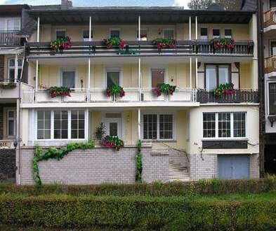 Mosel- und Burgblick: 4-Zimmer-Dachgeschosswohnung mit Balkon in Cochem