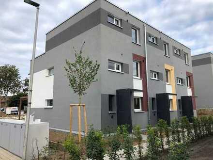 Reihenmittelhaus | 3 Etagen mit Garten + Dachterrasse | Neubau | Erstbezug