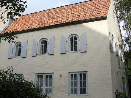 Glückstadt - kleines Häuschen/Remise in bester zentraler Lage - für Individualisten