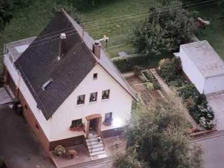 Gepflegtes Einfamilienhaus mit vier Zimmern und Einbauküche in Haiger - Langenaubach