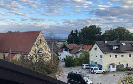 Zentrale, renovierte 3-Zimmer-DG-Wohnung mit Balkon in Feldafing